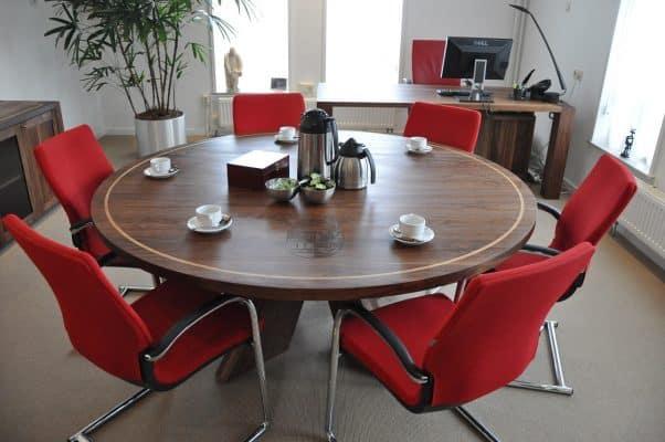 Figaro massief noten houten design eetkamer tafel rond