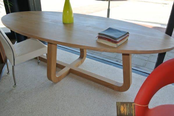LeQuatre massief eiken design eetkamer tafel ovaal