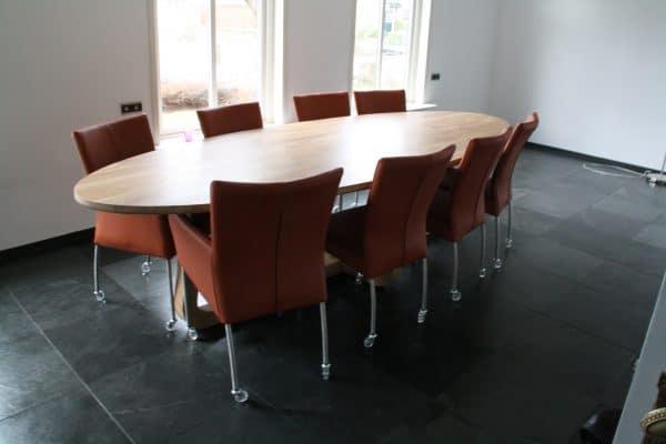 LeQuatre massief eiken noten design eetkamer tafel ovaal