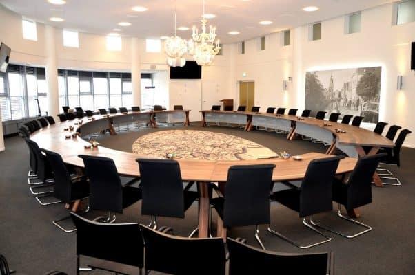 ronde vergadertafel massief eikenhout