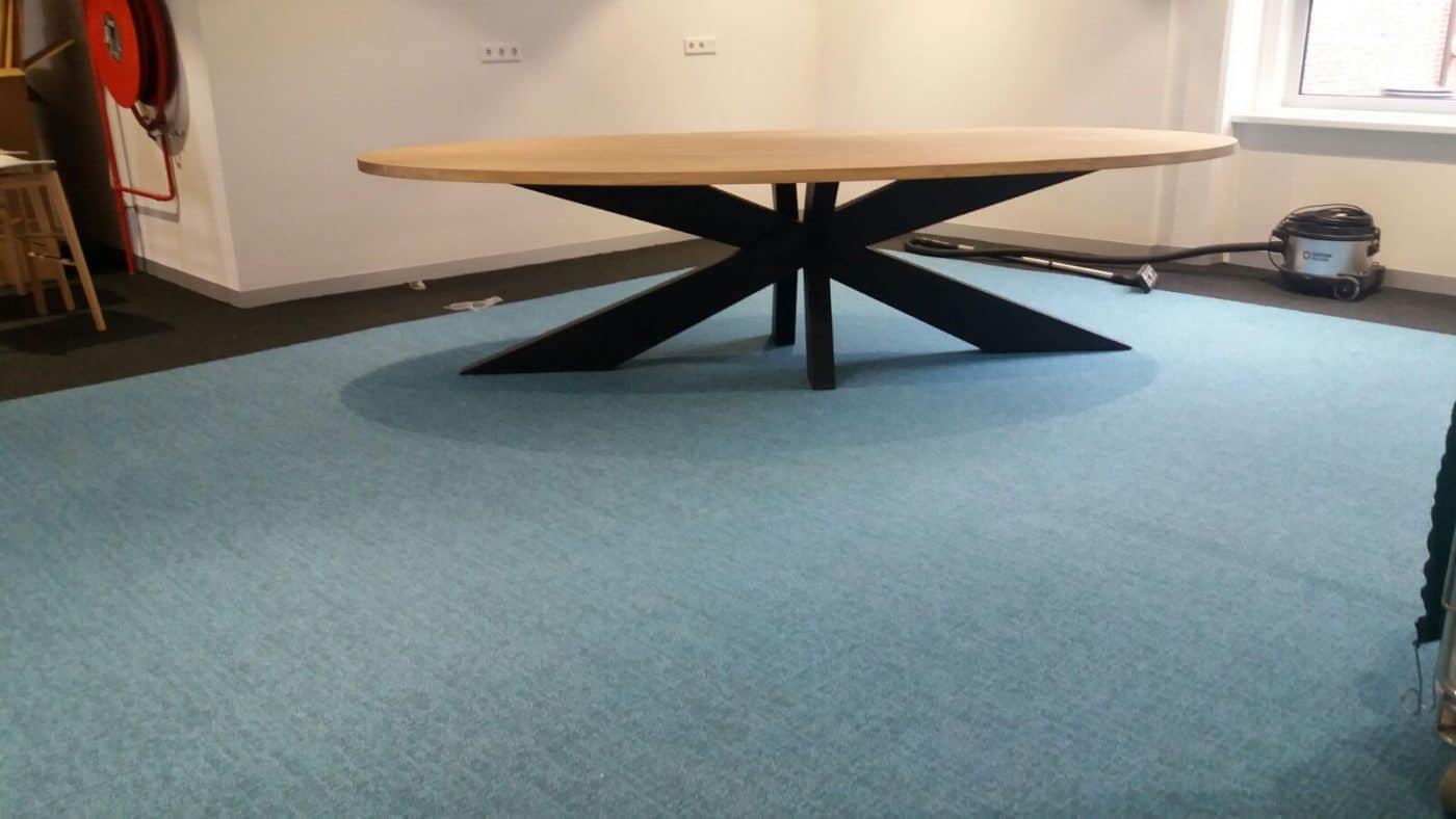 Massief eiken houten industriele ovale tafel provinciehuis groningen