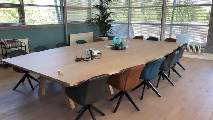 grote massief eiken houten vergader tafel